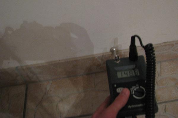 Beispielbild 2 Feuchtigkeitsmesssung bei Wassserschaden